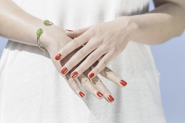 Co najlepiej zadba o Twoje paznokcie